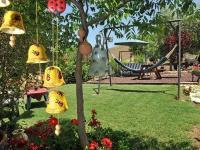 החצר שלנו